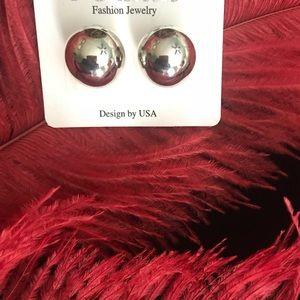 Silver tone knob fashion earrings